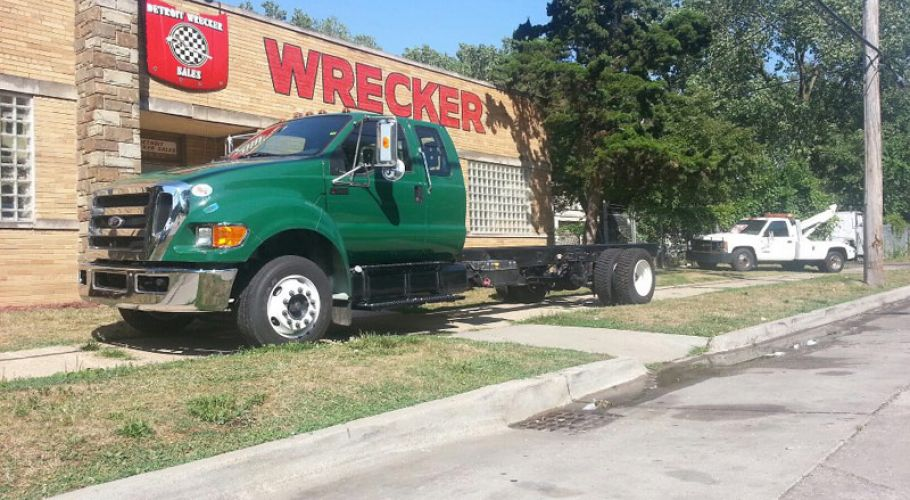 luckys-towing-eb